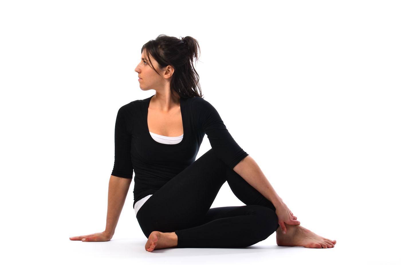 yoga-Ardha Matsyendrāsana
