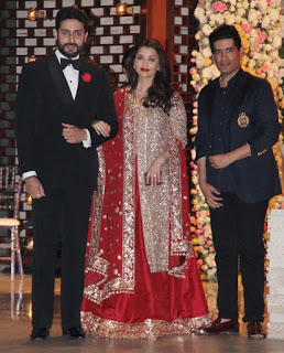The adorable couple arrived at the venue and bumped into the king of Bollywood clothing, Manish Malhotra .The three posed for the cameras.