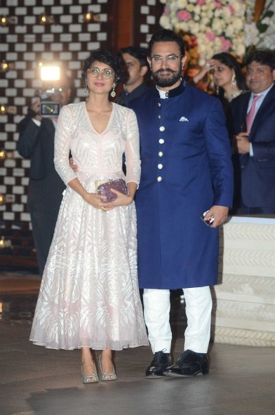 Amir with wife,Kiran looked perfect together in well-coordinated couture.