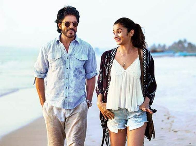 Alia and Shah Rukh strolling around discussing ife and its nuances.