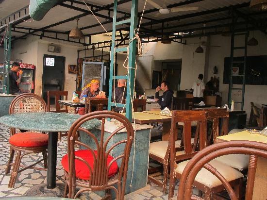 sams-cafe-in-the-morning