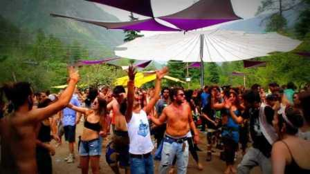 Mad psy parties at Kasol: Unwind and go with the flow!