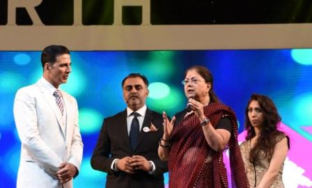 Akshay Kumar and CM Vasundhara Raje speaking at Festival of Education.