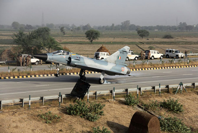Indian Air Force Fighter Plane on Yamuna Expressway
