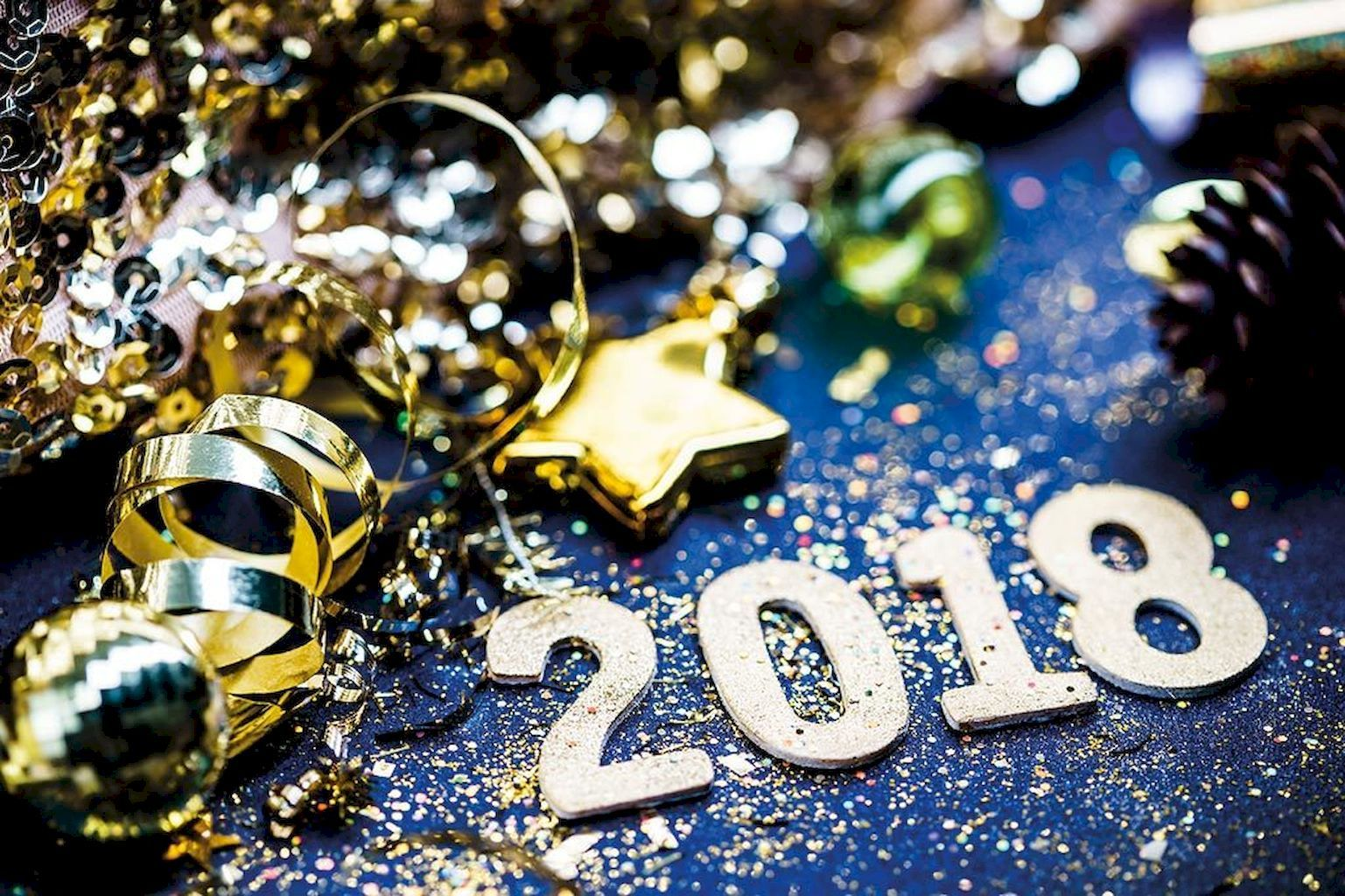 35-Awesome-2018-New-Year-Party-Decorations-Ideas-17