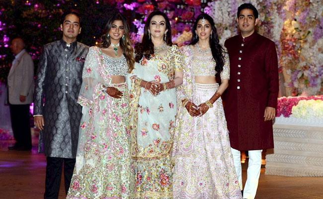 akash-amabni-shloka-mehta-engagement-pti_625x300_1530427064459
