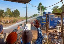 water cannons, police assaulting farmers